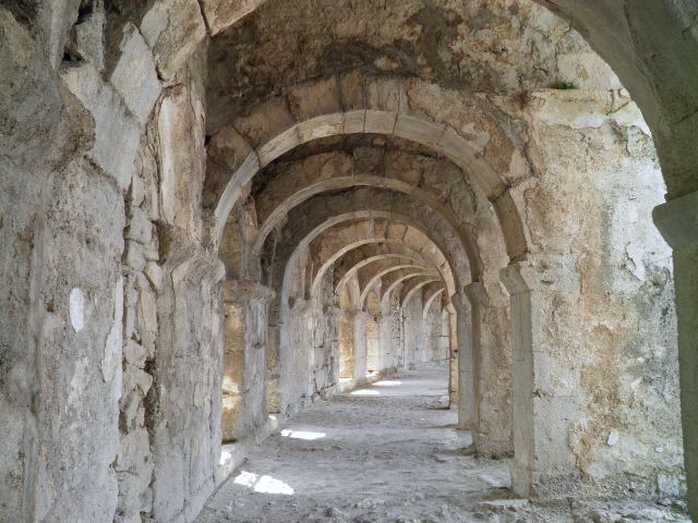 Vaulted arched walkway running around the top of semi-circular cavea of the Roman theatre © Carole Raddato