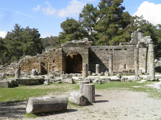 The north gate of the Agora and the Exedra, Seleukeia (Lyrbe) ©Carole Raddato