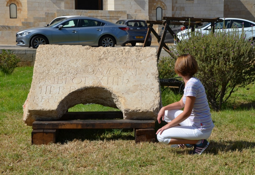 Here I am in front of the Latin inscription dedicated to Hadrian reveiled in Jerusalem on Wednesday 20th October, it was incorporated in secondary use around the opening of a deep cistern © Carole Raddato