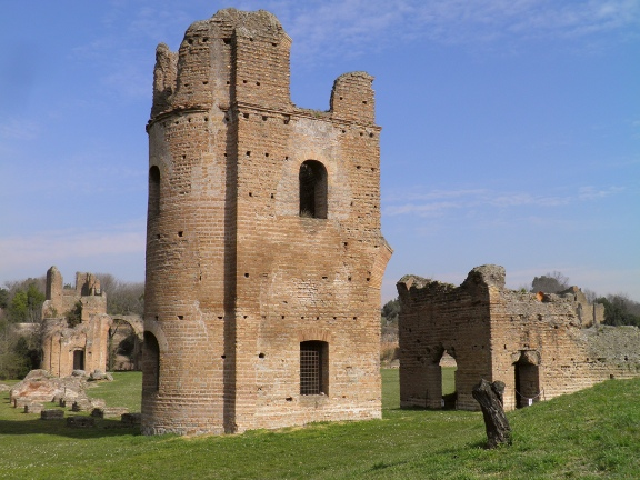 Circus of Maxentius, the towers and starting gates, erected between 306-312 AD © Carole Raddato