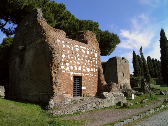 Two temple sepulchers built in brick, Via Appia © Carole Raddato