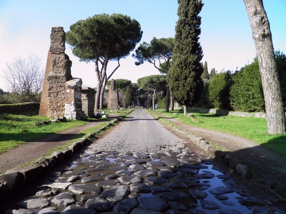 A stretch of the Via Appia between mile IV and V © Carole Raddato