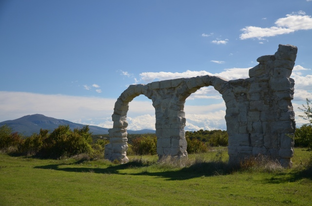 Arches of the Burnum principium, Burnum legionary camp, Dalmatia @ Carole Raddato
