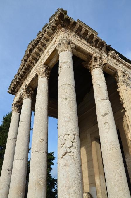 The luxurious Corinthian columns of the Temple of Augustus, Pula © Carole Raddato