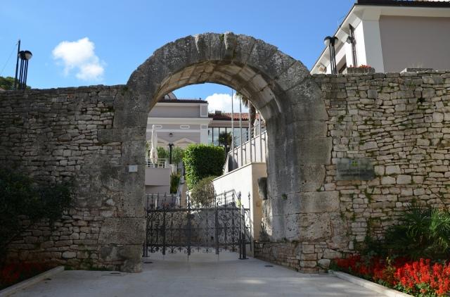 Gate of Hercules, Pula © Carole Raddato