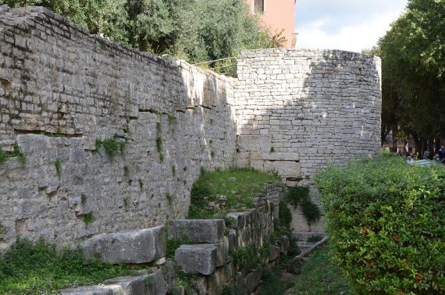 The City Walls, Pula © Carole Raddato