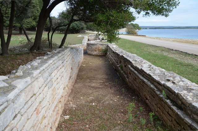 The ruins of one of the Portico facing the bay © Carole Raddato
