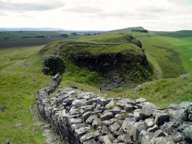 Hadrian's Wall, heading up to Highshield crags looking back to Sycamore Gap, Peel Crags and Windshield Crags in the distance © Carole Raddato