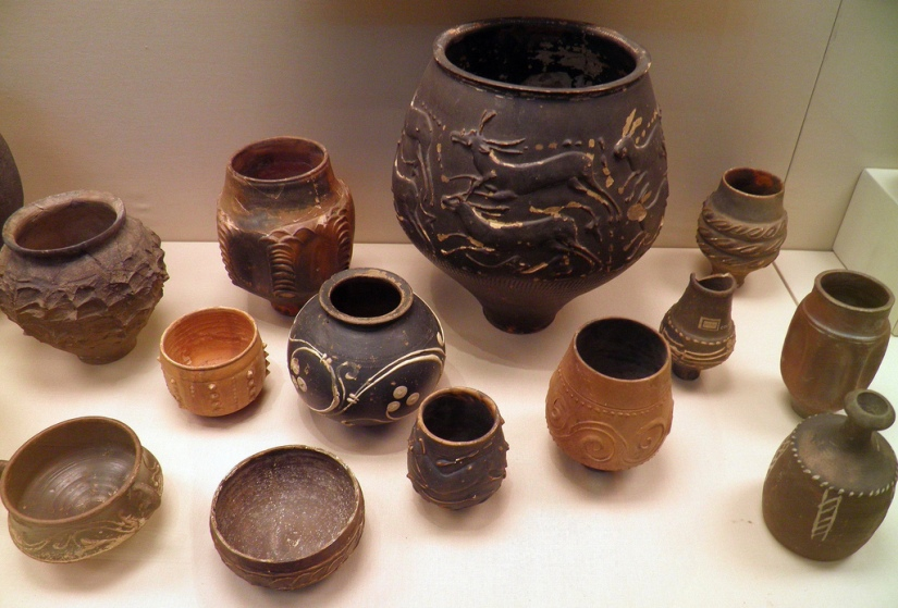 A selection of pottery found in Roman Britain, including wares made in Britain and others imported from abroad © Carole Raddato