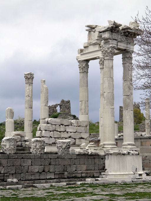 North-east corner, fluted columns surmounted by entablature (view from the East), the Temple of Trajan (Trajaneum), Upper Acropolis, Pergamon © Carole Raddato
