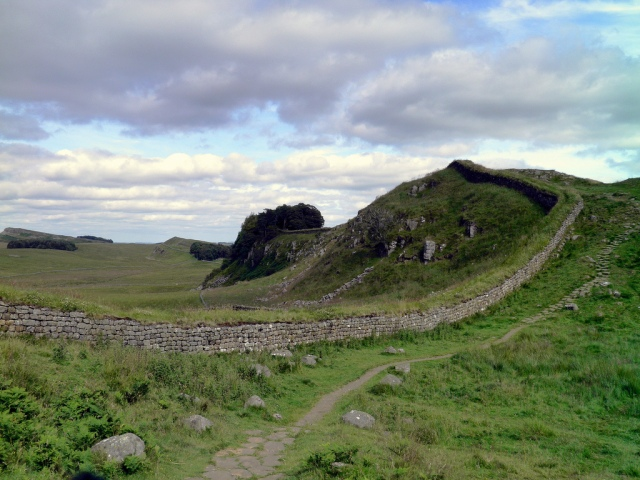 Hadrian's Wall, Hotbank Crags, heading towards Milecastle 37 and Housesteads Roman Fort © Carole Raddato