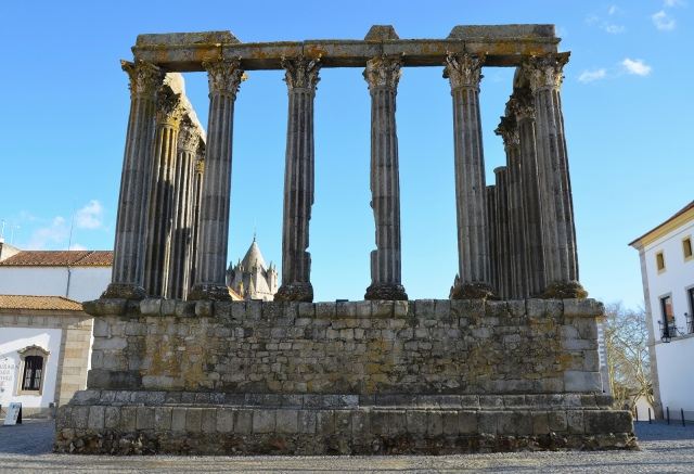 The Roman Temple of Évora, the northern facade consisting of six columns © Carole Raddato