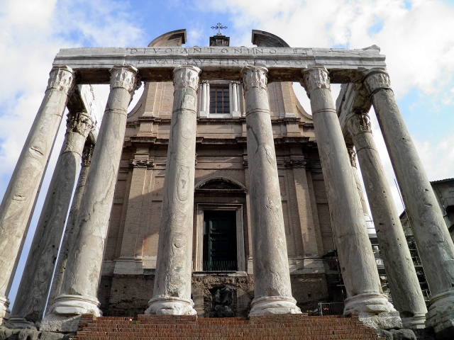 Temple of Divus Antoninus Pius and Diva Faustina, the portico's colonnade, Upper Via Sacra, Rome © Carole Raddato