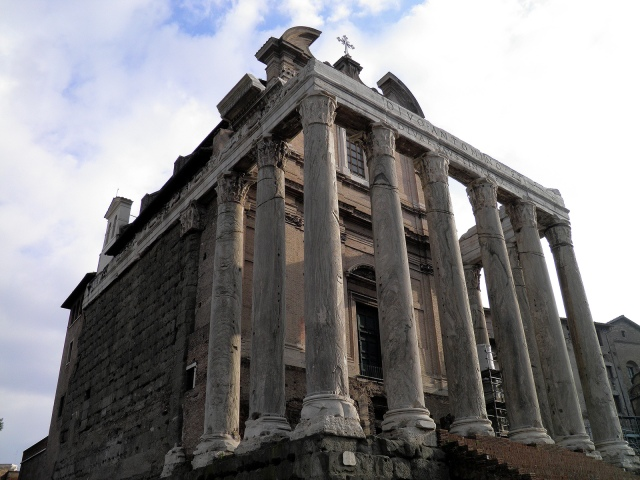 Temple of Divus Antoninus Pius and Diva Faustina, Upper Via Sacra, Rome © Carole Raddato