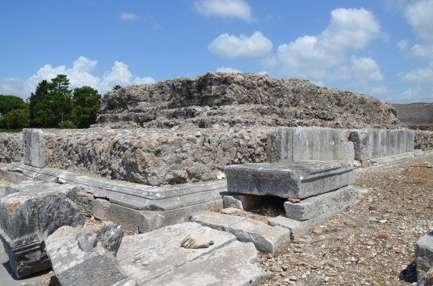 The podium of the Temple of Augustus, built at the beginning of the Imperial age right alongside the Capitolium,  Minturnae © Carole Raddato