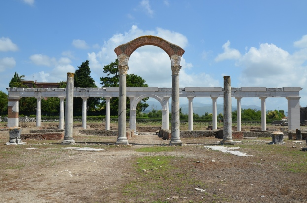 The macellum dating to the Hadrianic period (117-138) and the reconstructed monumental colonnade, Minturnae © Carole Raddato