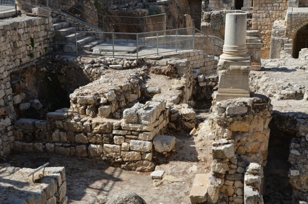 Ruins of the Temple of Serapis with a column from an early Christian church © Carole Raddato