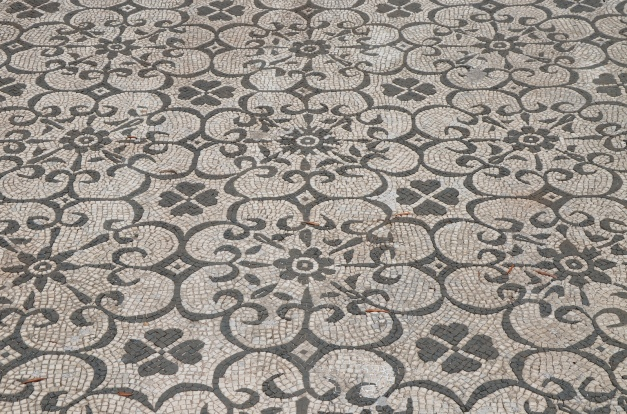 Black-and-white mosaic with geometric and floral motifs, Hospitalia, Hadrian's Villa © Carole Raddato