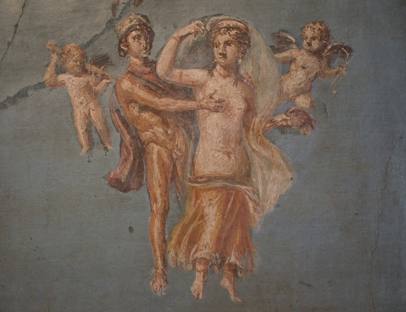 Fresco in the Fourth Pompeian Style depicting Mars and Venus with on a blue background, from Herculaneum, 50-79 AD Empire of colour - From Pompeii to Southern Gaul, Musée Saint-Raymond Toulouse On loan from National Archaeological Museum of Naples Carole Raddato CC BY-SA
