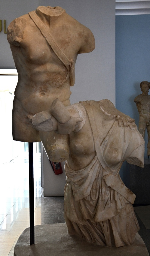 The Achilles and Penthesilea statue group from the tetrastyle court of the Hadrianic Baths, 1st-2nd century AD, Aphrodisias Museum Carole Raddato CC BY-SA