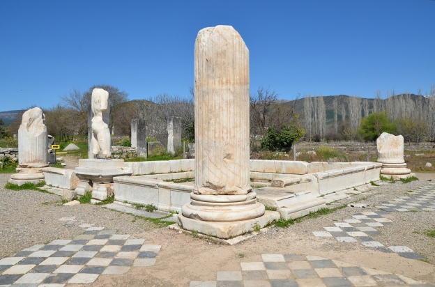 The pool of the tetrastyle court with columns at its corners and surrounding statues of the Hadrianic Baths, Aphrosidias Carole Raddato CC BY-SA