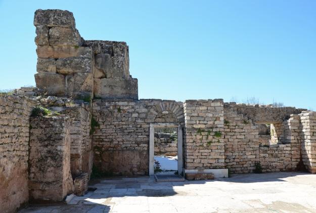 The apodyterium (changing room) of the Hadrianic Baths, Aphrodisias Carole Raddato CC BY-SA