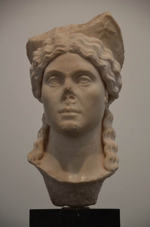 Priestess wearing a star-decorated crown, found in the Hadrianic Baths, 2nd-3rd century AD, Aphrodisias Museum Carole Raddato CC BY-SA