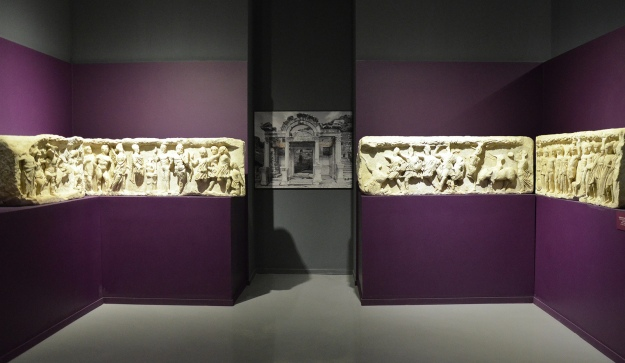 Original frieze slabs from the Temple of Hadrian depicting the foundation of Ephesus, 4th century AD, Ephesus Museum, Selçuk, Turkey Carole Raddato CC BY-SA