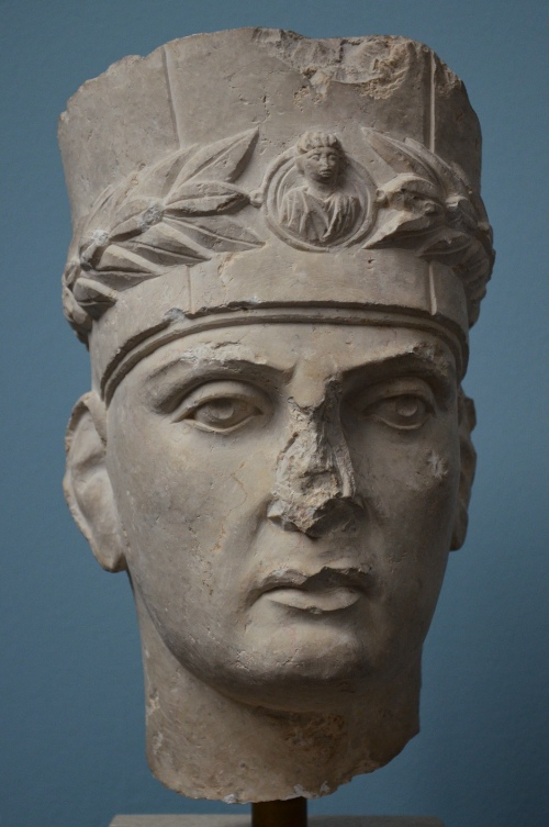 Limestone funerary portrait of a Palmyrene priest (identified by his cylindrical hat -modius-), c. 190-200 AD Ny Carlsberg Glyptotek, Copenhagen Carole Raddato CC BY-SA