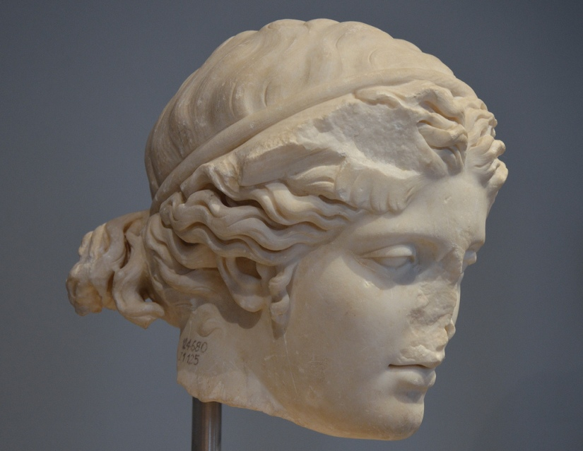 Marble head of Hypnos, the Greek god of sleep, 117-138 AD, Hadrian's Villa Palazzo Massimo alle Terme, Rome Carole Raddato CC BY-SA