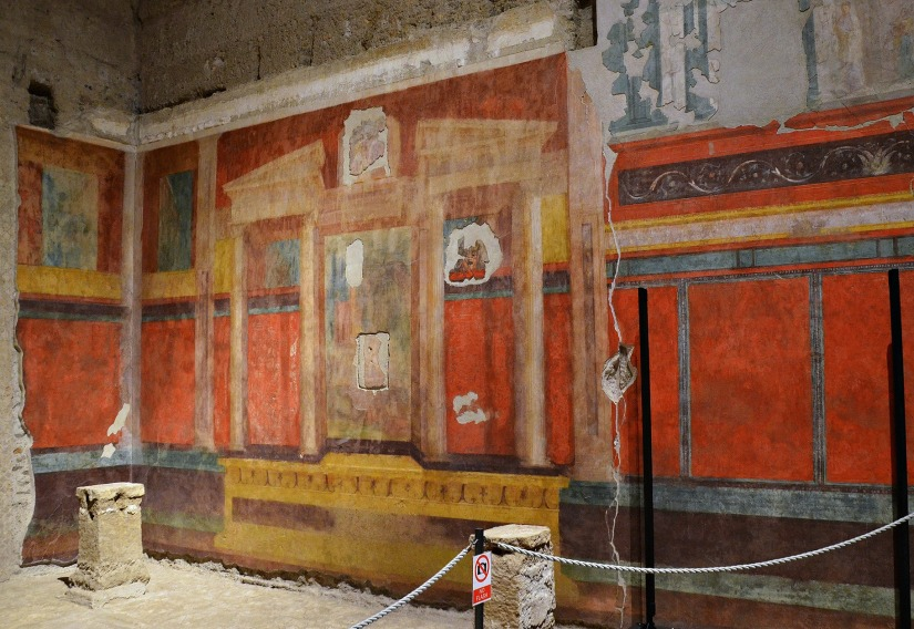 "South wall of the ""Large oecus"" with architectural wall painting of the Second Pompeian Style."
