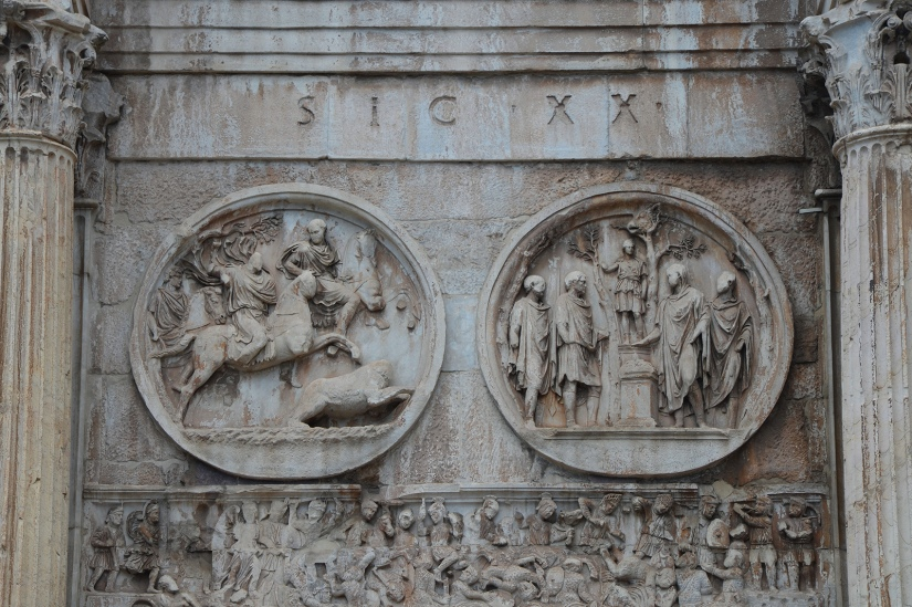 Tondi adrianei on the Arch of Constantine, Southern side - left lateral, LEFT: Bear hunt, RIGHT: Sacrifice to Diana, Rome