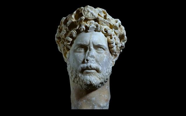 mouseio-akropolis-parousiasi-eksoxou-portraitou-tou-autokratora-adrianou-1