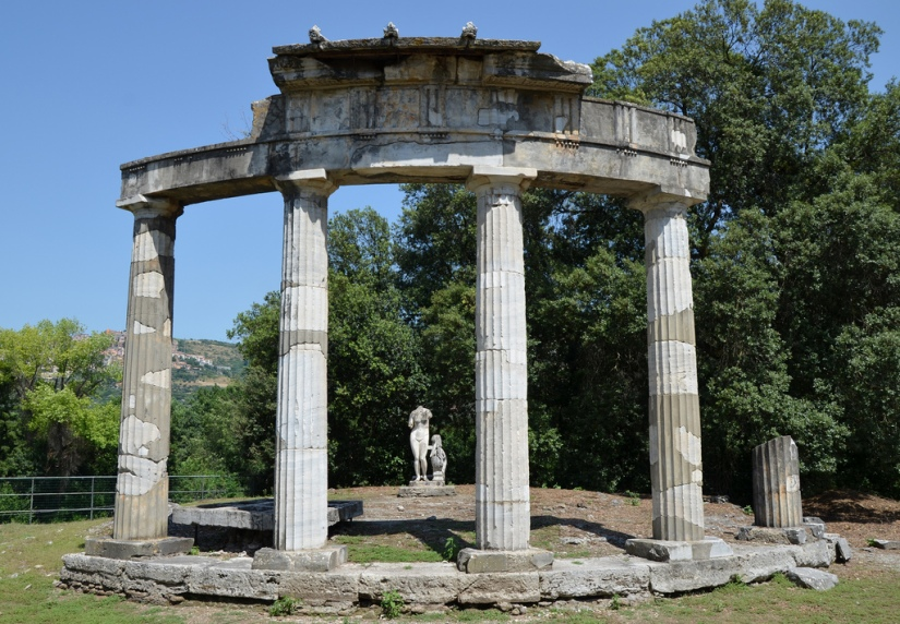 The circular temple dedicated to the Venus of Cnidus. Hadrian's Villa, Tivoli.